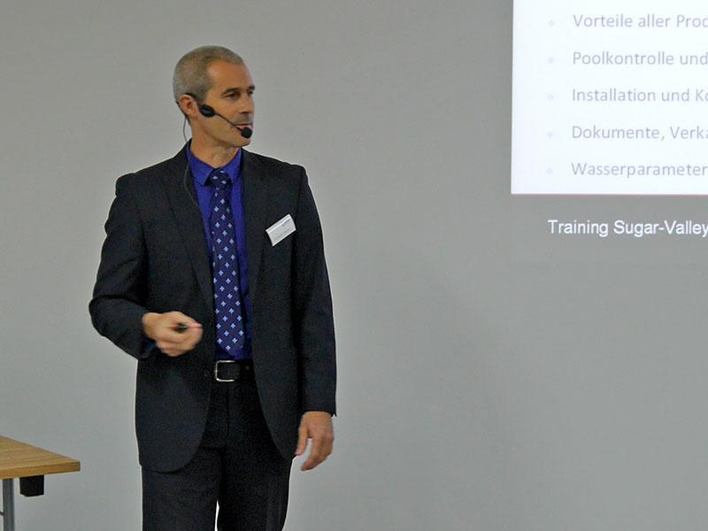 Christopher Mixson (Sugar Valley) erläutert Hydrolyse und Salzelektrolyse
