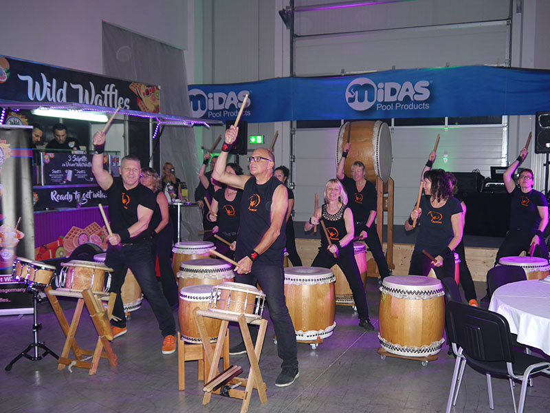 Musikgruppe am Messestand